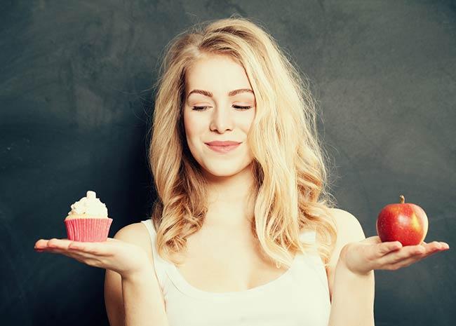 Entscheidung zwischen Apfel und Süßem